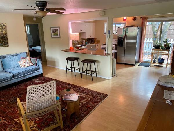 Photo Housemate wanted, Private Bath, Easy Walk to River  Downtown (NW Bend)