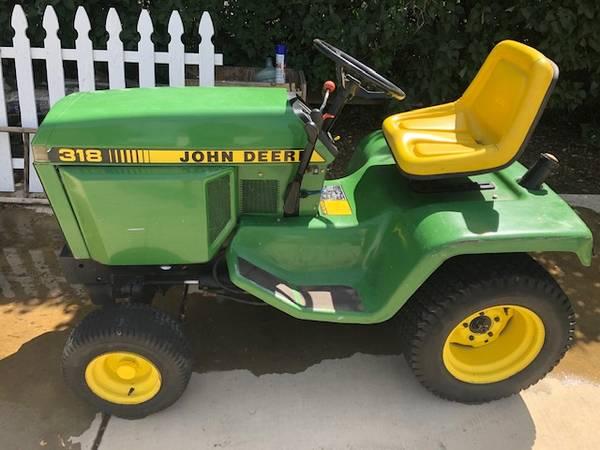 Photo John Deere 318 Lawn Tractor - $750