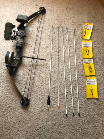 Photo Mossy Oak ProShop Series F-2 Compound Bow w Spool and Fishing Arrows - $135 (Pendleton)