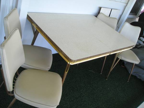 Photo Nice 196039s Formica Chrome Dinette Table wChairs 2 Leafs - $150 (Walla Walla)