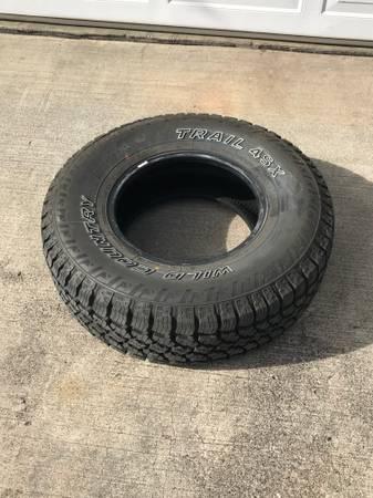 Photo One tire Les Schwab 31x10.50 15R LT tire Trail 4SX wild country - $125 (Pendleton)