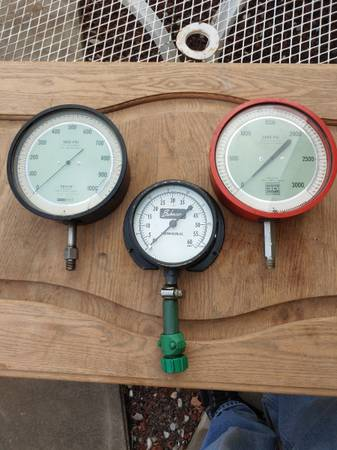 Photo Three Gauges 60, 1000, 3000 psi 2 6 inch 1 4 inch - $35 (Mountain Home)