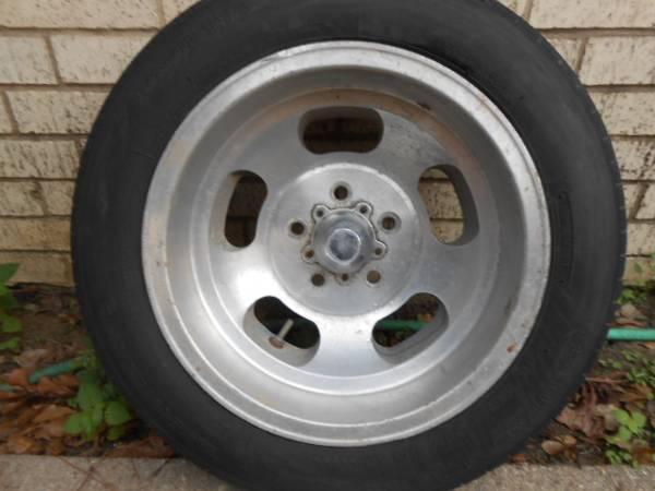 Photo 15inch Aluminum Slot  5x4.5 15x8  Chevy Car  Old Skool - $50 (South Tyler)