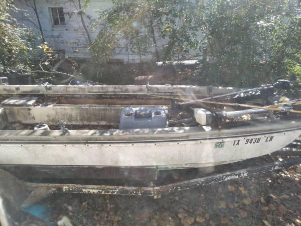 Photo 16 foot boat - $700 (Longview)