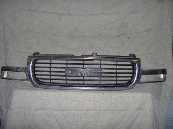 Photo 1999-2006 GMC Pu factory chrome grill Yukon,Yukon XL - $125 (Nacogdoches, Texas)