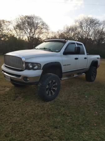 Photo 2004 Dodge Ram 2500 lifted - $9500 (Nacogdoches)