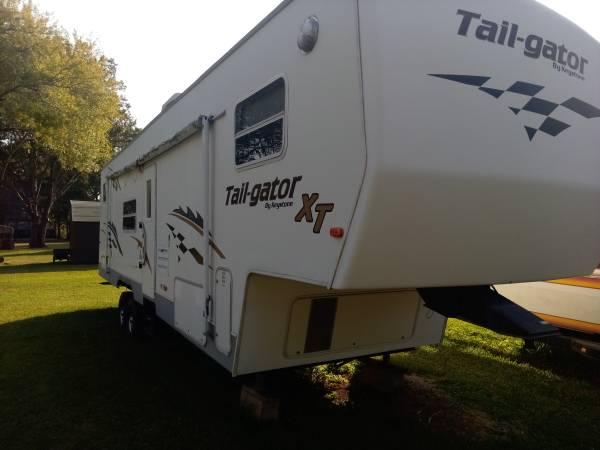 Photo 2004 Keystone tail-gator 3439 5th wheel toy hauler - $8,500 (Chandler)