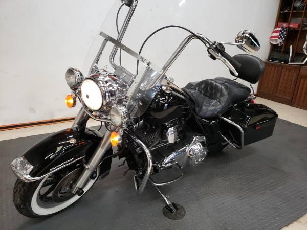 Photo 2008 Harley-Davidson Touring Road King - $7,900