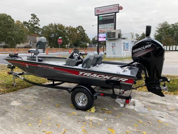 Photo 2016 bass tracker 175 tf 75 hp 9hrs still has warranty - $16000 (Spring Conroe tx)