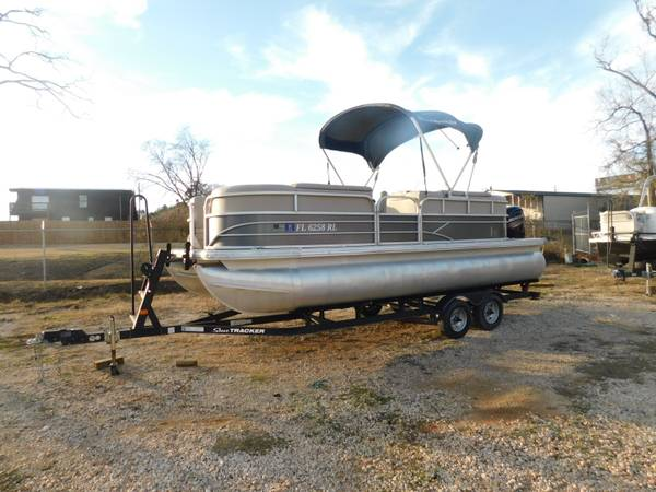 Photo 2018 SUN TRACKER PARTY BARGE 2239 PONTOON BOAT, NEW BATTERY , 4 - $24,999 (LONGVIEW)