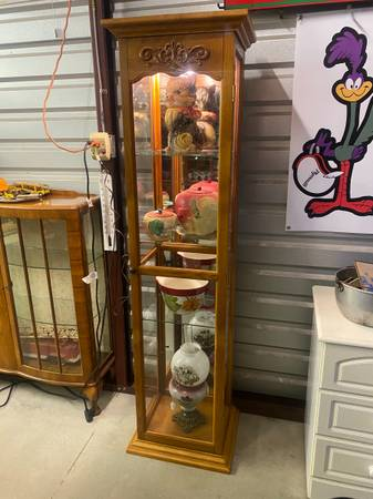 Photo 4 Glass Shelves Mirrored Back Lighted Wooden Curio Cabinet - $165 (Kilgore)