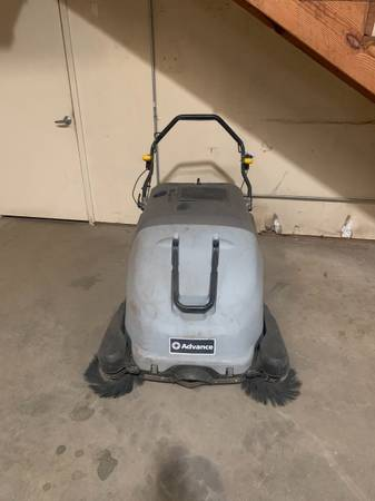 Photo Advance SW900 Industrial Walk-behind Floor Sweeper Battery operated - $2,650 (tyler)