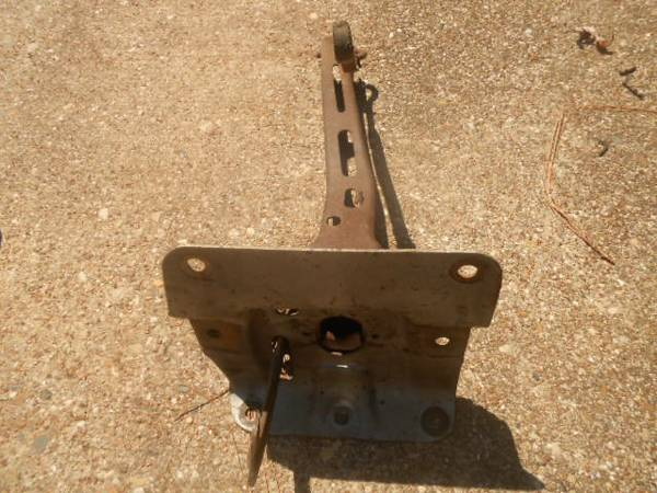 Photo CHEVELLE HOOD LATCH CATCH  65-72 CHVL  CAMINO - $60 (SOUTH TYLER)