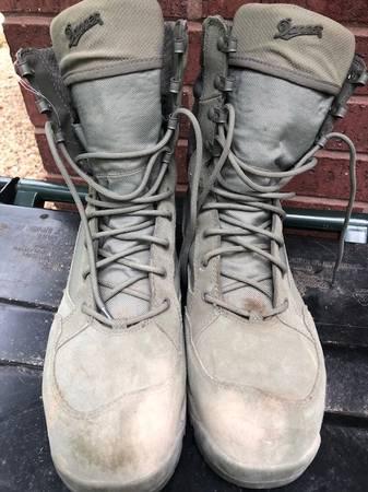 Photo Danner Tanicus waterproof boots - $40