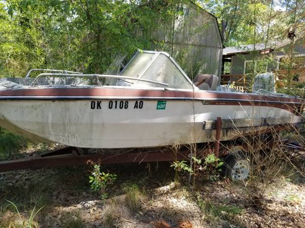 Photo Free boat motor and trailer for parts. (Harelton Texas)