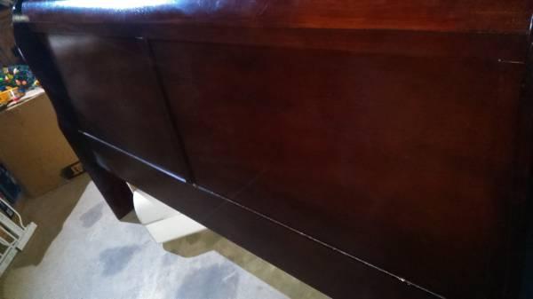 Photo King bed sleigh cherry wood - $75 (Frankston)