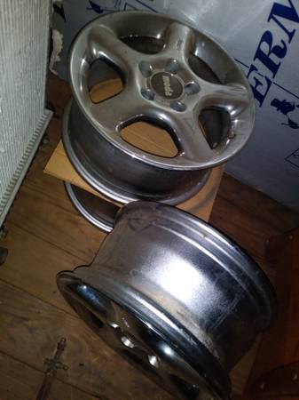 Photo Mercedes wheels  3 aluminum wheels, 5 lug x 112mm pattern - $75 (Mt.Pleasant)