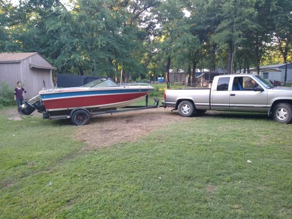 Photo Nice boat trailer for sale with boat on it that needs work - $500 (Tool)