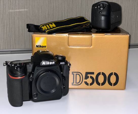 Photo Nikon D500, Nikon MB-D17 Battery Power PackGrip, and Sigma Art 85 - $2,000 (Fort Worth)