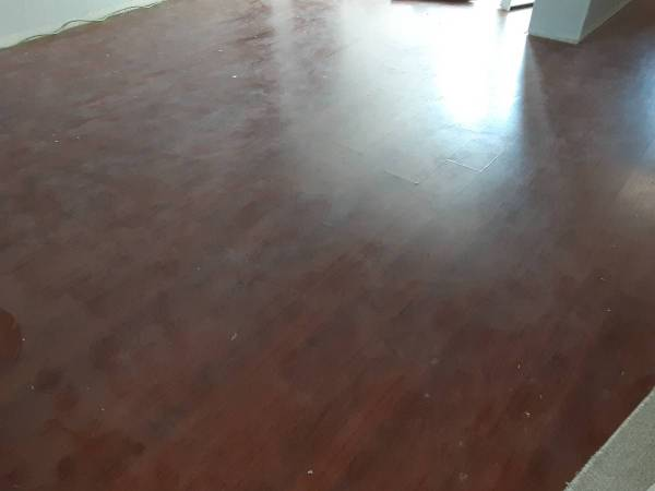 Photo OVER 900 SQFT. CHERRY OAK WIDE 7quot LAMINATE FLOORING USED FLOOR - $250 (TATUM)