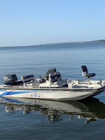 Photo Predator Boat 18 Tunnel Hull, Center Console with Yamaha 115hp - $13,350 (Tyler, TX)