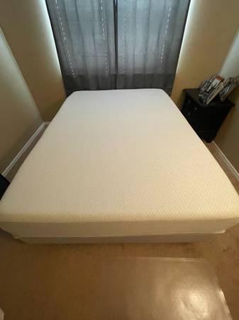 Photo Queen Sleep Number Bed - i8 Smart Bed - $3,300 (Tyler)