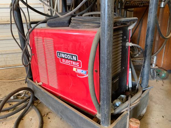 Photo Red Lincoln electric welder - $1000