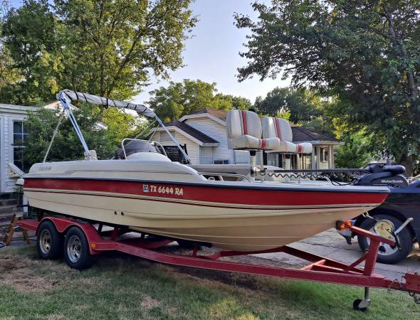 Photo Super nice Galaxie deck boat  Lake ready with extras  - $14,000 (Dallas)