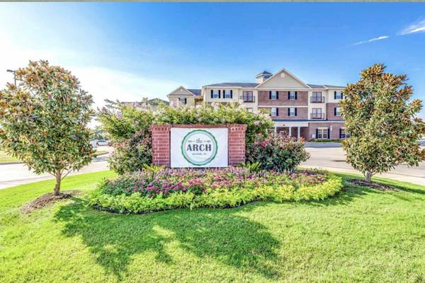 Photo The Arch - 5 month lease 3X3  $585.00 and get a $500 gift card (Denton, TX)
