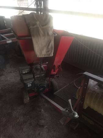 Photo Troy Bilt 10 horsepower chipper shredder - $225 (Elkhart, TX)
