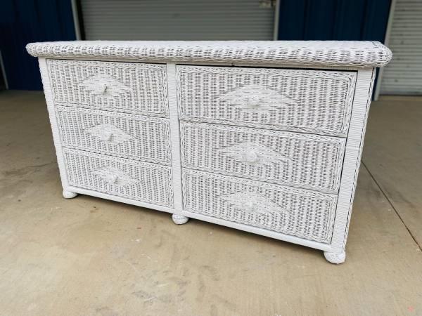 Photo Vintage White Wicker 6 Drawer Dresser  Chest - $335 (Kilgore)
