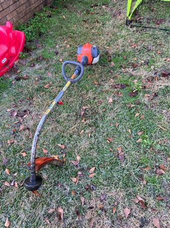 Photo Weed Eater for Sale NEEDS REPAIR (Husqvarna 17quot 2-cycle 28cc) - $85 (Marshall)