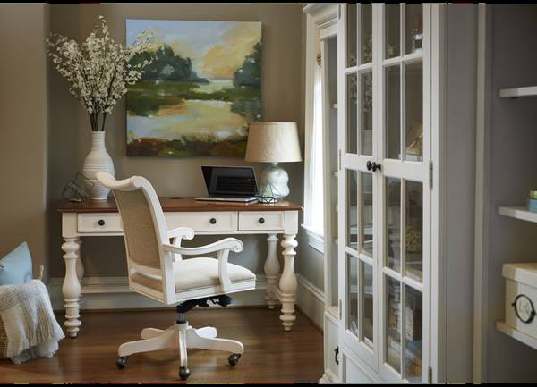 Photo White Desk - $300 (Troup, TX)