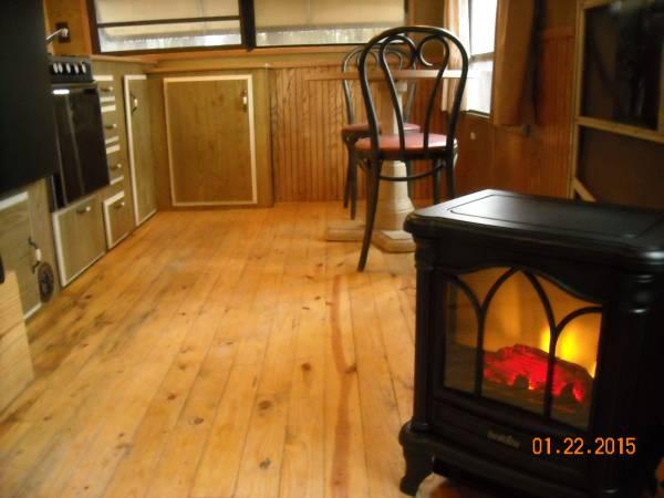 Photo Wk. or $600 Mo. - ON RIVER - Bills Pd. - Free DirecTV  Wifi (Winona  Big Sandy)
