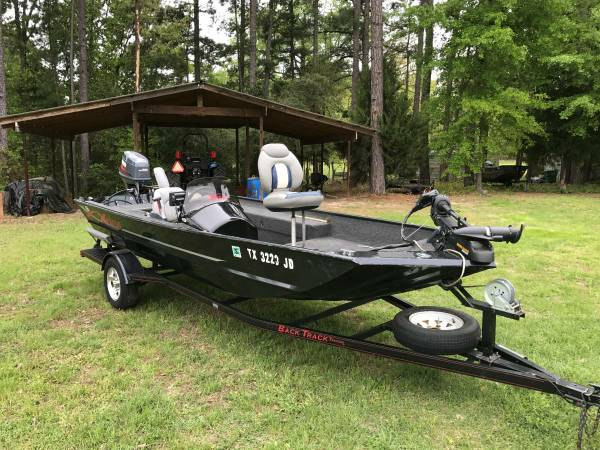 Photo Xpress 1739 aluminum boat - 50 hp Yamaha motor - $8995 (Longview, TX)