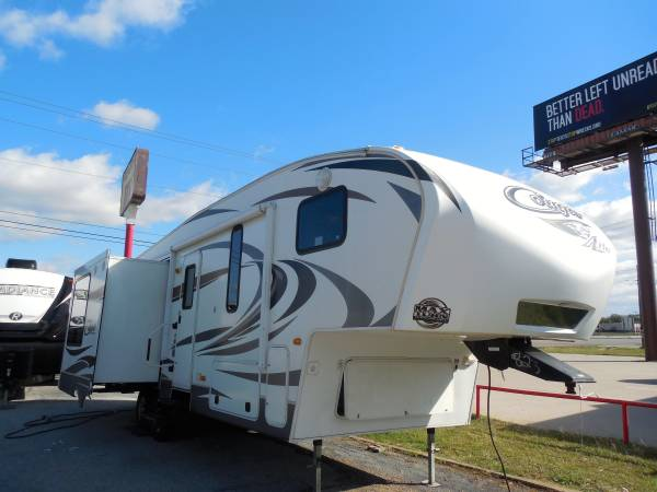 Photo 2013 KEYSTONE COUGAR FIFTH WHEEL - $16,880 (3 SLIDE OUTS  OPPOSING SLIDE OUTS)