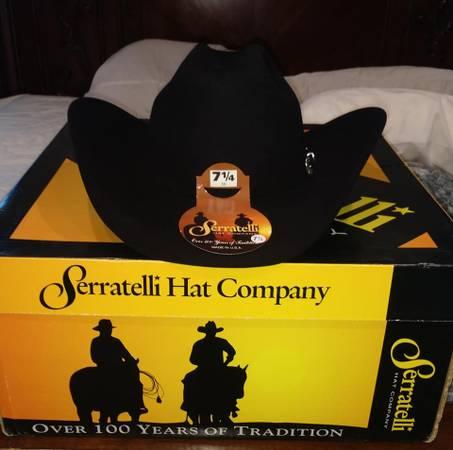 Photo new in the box get it for Christmas Serratelli cowboy western hat bla - $149 (longview)