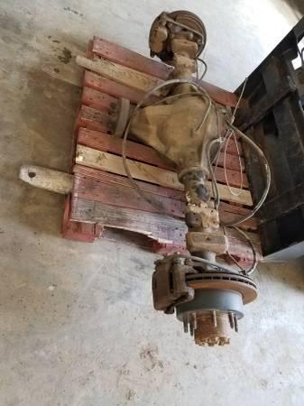 Photo 11.5 aam 8 lug rear axle 01-07 chevy gmc - $300