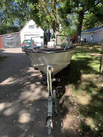Photo 16 ft Starcraft Aluminum open bow boat - $2,500 (Menomonie)