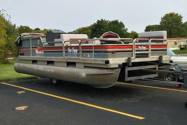 Photo 1989 2039 Tracker Bass Buggy DL Pontoon - $3,500 (Woodville)