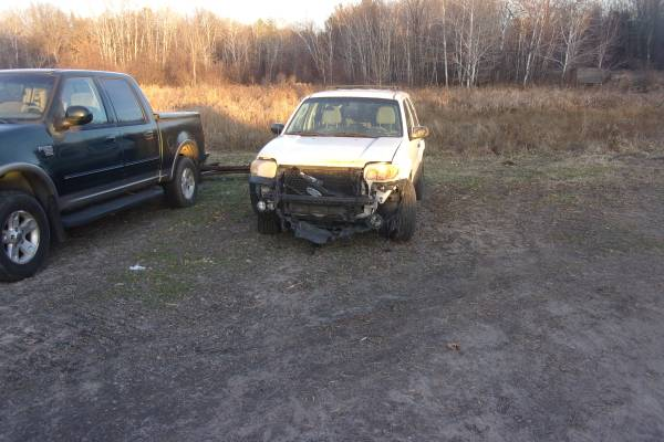 Photo 2005 Ford Escape (4x4) Parts or Repair - $1,250 (fall creek wi)