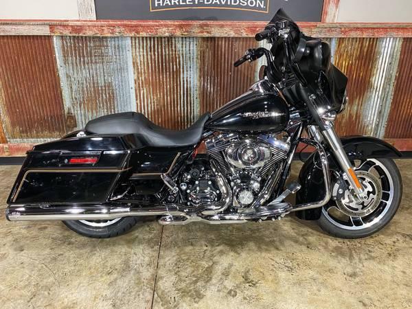 Photo 2010 Harley-Davidson Street Glide - $14,595 (Chippewa Falls, WI)