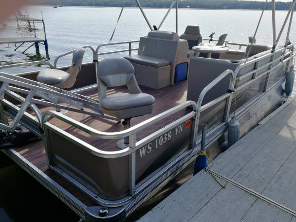 Photo 2016 TMC 22 ft pontoon w 40 hp Honda engine - $15,500 (BIRCHWOOD)