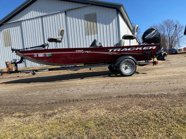 Photo 2017 tracker pro 170 - $13,000 (Greenwood)