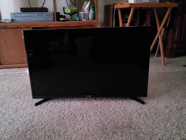 Photo 32 inch Samsung Smart TV Class N5300 LED Full HD - $130 (Eau Claire)