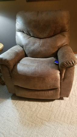 Photo Almost New Lazy Boy Power Recliner Delivery Possible - $500 (Menomonie)
