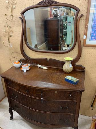 Photo Antique Dresser w Beveled Mirror - $195 (Chippewa Falls)