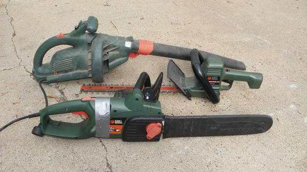 Photo Black and Decker outdoor tool set - $25 (WHEELER)