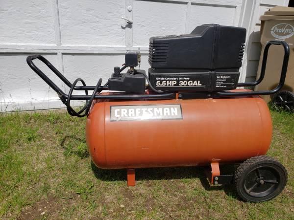 Photo CRAFTSMAN 30 GAL AIR COMPRESSOR - $150 (EAU CLAIRE NORTH SIDE)