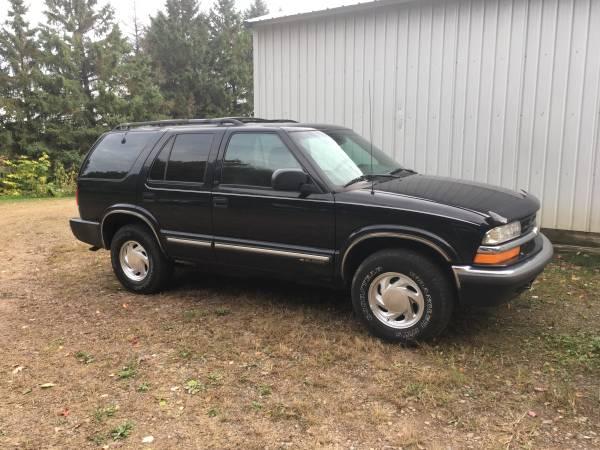 Photo Chevy Blazer 4wd - $1,200 (Chippewa Falls)